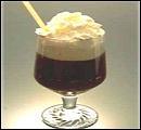 Les nourritures spirituelles, c'est bien, mais je vous propose aussi un petit cocktail : 1 cl de liqueur d'oranges, 1 cl de rhum, 1 cl de Tia Maria, café, sucre, crème fraîche fouettée.