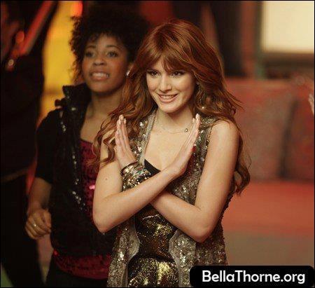 Quelle est la première chanson qu'elle chante toute seule sur Disney Channel ?