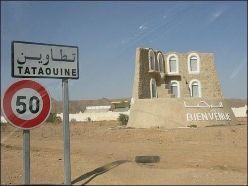 Aller à Tataouine  signifie aller très loin mais aussi aller en enfer. Que vous évoque Tataouine dans cette expression datant du début du XXe siècle ?