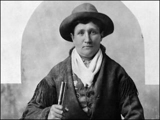 Éclaireur dans la guerre contre les indiens et amie de Wild Bill Hickok avec qui elle prétendra avoir été mariée, cette alcoolique est internée en 1901, et meurt d'une pneumonie deux ans plus tard.