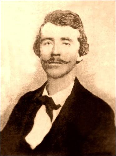 Chef de la plus sanglante unité de combat de la Guerre de Sécession. Responsable du massacre de Lawrence, au Kansas, l'une des plus effroyables tueries de cette guerre concernant les victimes civiles.