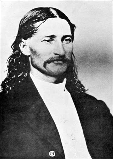 Héro de la guerre de sécession ayant aussi travaillé comme éclaireur pour l'armée et comme shérif. Il sera assassiné d'une balle dans le dos lors d'une partie de poker. De qui s'agit-il ?