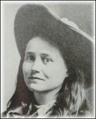 Elle servait d'agent aux confédérés en indiquant les positions des nordistes. Elle fréquente ensuite les frères James et organise aussi divers vols pour d'autres hors-la-loi. De qui s'agit-il ?