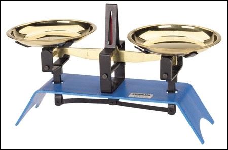 Complétez correctement cette affirmation :  L'unité de mesure de la masse d'un objet est le … tandis que son poids se mesure en …