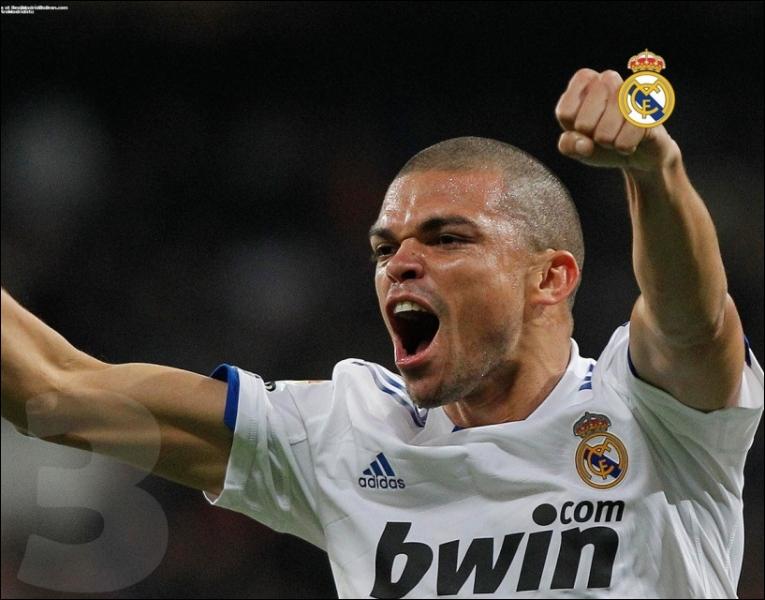Footballeur international portugais, de son vrai nom Képler Laveran Lima Ferreira, il est davantage connu sous un surnom. Lequel ?