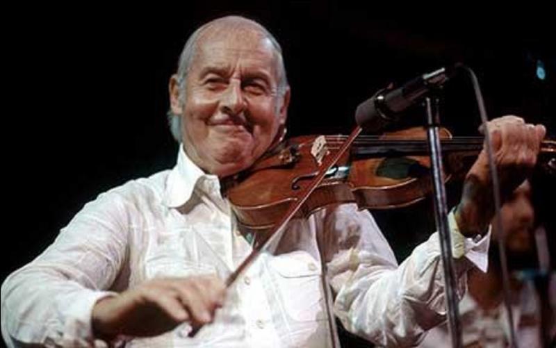 Maintenant, il faut étudier la lettre « G » ! Parmi les gens proposés, il a été le seul à savoir manier le violon, le piano en nous soutenant un rythme endiablé ! C'est un « Jazz Masters »
