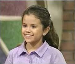 Dans quelle série est-elle apparue alors qu'elle avait sept ans ?