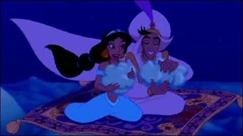Ce rêve bleu  est une chanson d'Aladin mais les paroles «Ce rêve bleu, aux mille nuits» sont prononcées par...