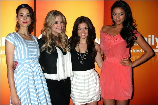 Comment se nomment les quatre actrices interprétant les personnages principaux de cette série ?