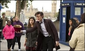 Juste après cette scène, le docteur est rentré dans le Tardis et en est ressorti avec...