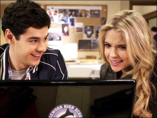 Comment rencontre-t-elle Lucas, qui deviendra par la suite l'un de ses meilleurs amis ?