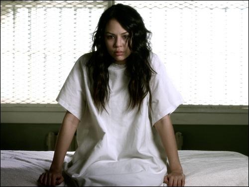 Durant l'été qui sépare la saison 2 de la saison 3, soit après avoir apris que Mona faisait partie de la team A, qu'a fait Hanna ?