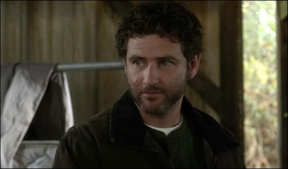 Au cours de la saison 3, Hanna réunit Caleb et son père. Celui-ci se prénomme comment ?