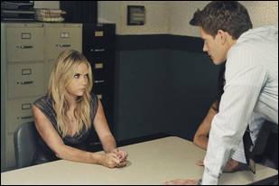 Lors du commencement de la série, Hanna a l'habitude de commettre un délit. Lequel ?