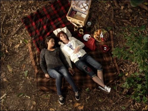 On apprend alors qu'Emily est homosexuelle. Quelle est la première fille dont elle est tombée amoureuse ?