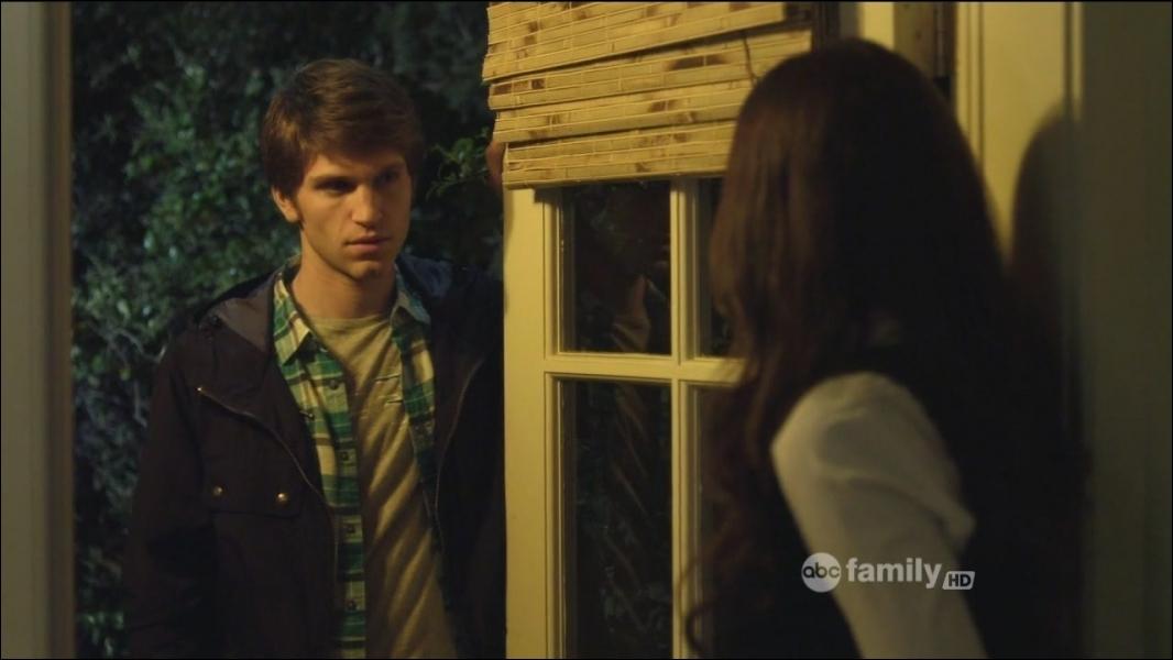 Qu'arrive-t-il à Toby au cours de la saison 2 et qui est un avertissement de  A  à l'égard de Spencer ?