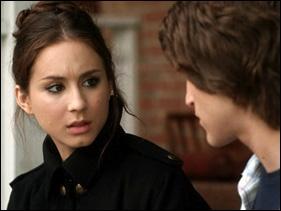 De là, Spencer décide de rompre avec lui. Comment s'y prend-elle ?