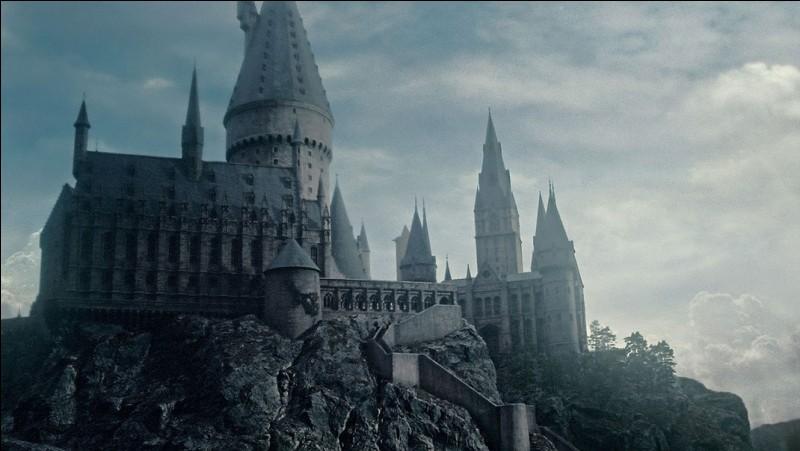Comment Harry et Ron se rendent-ils à Poudlard ?