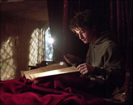 Qui donne à Harry la carte du Maraudeur ?