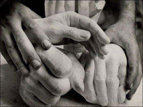 Les gestes de la main sont classés en 3 catégories générales. Retrouvez-les.
