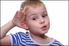 Mettez-vous la main derrière votre oreille ? Dans quel but ?