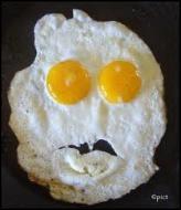 Une  tête d'œuf  est une personne...