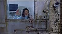 Dans  Scary Movie 2 , quand Cindy est avec un copain dans une chambre froide et il lui dit  Ne t'inquiète pas, tu sortiras et t'auras des enfants , quel film parodie-il ?