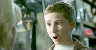 Dans  Scary Movie 3 , Cody est un petit garçon qui voit le futur, mais de quoi est-ce en fait une parodie ?