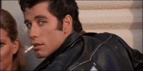 Comment se prénomme le chef des T-Birds, interprétait par John Travolta ?