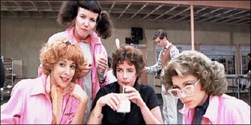 Comment s'appelle le groupe de filles, mené par Betty Rizzo ?