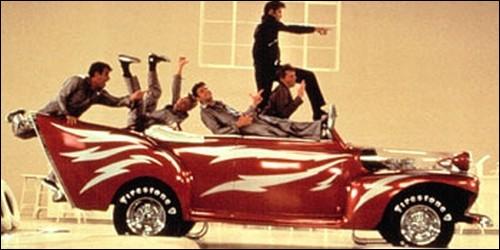 Quel est le nom de la voiture de Kenicki ?