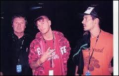 M. Pokora pose avec son père André (à gauche) et son frère Julien ( à droite). Quelle était la profession de son père ?