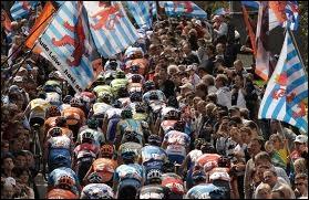 Comment surnomme-t-on cette course cycliste (question 9) ?