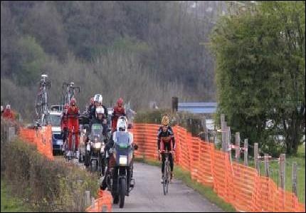 Eddy Merckx a remporté 5 éditions de la dernière des classiques ardennaises. Depuis 1992, l'arrivée s'effectue au sommet de la côte d'Ans. Quelle est cette course qui traverse les Ardennes ?