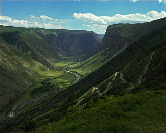 Couvrez-vous pour parcourir avec moi les Monts Altaï, il ne fait pas chaud, mais le paysage vaut le détour, l'ombre de Khoubilaï y plane peut-être encore !