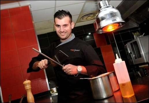 Il a débuté dans le service mais une rencontre avec le Chef Pascal Ginoux quelque temps plus tard le pousse vers la cuisine. Quel est son prénom ?