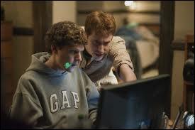 Quel film, sorti en 2010, retrace la création de Facebook ?