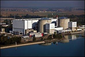 Dans quelle ville se trouve la plus ancienne centrale nucléaire française encore en activité ?