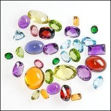 Les pierres précieuses sont au nombre de :