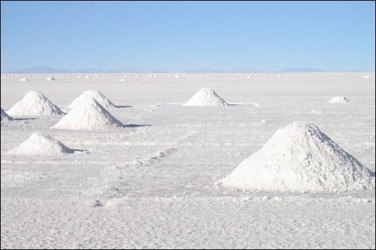 Santé : l'Organisation Mondiale de la Santé (OMS) recommande une consommation de sel inférieure à 2 kg par an. Dans quel pays la moyenne annuelle par habitant est-elle de 7 kg ?