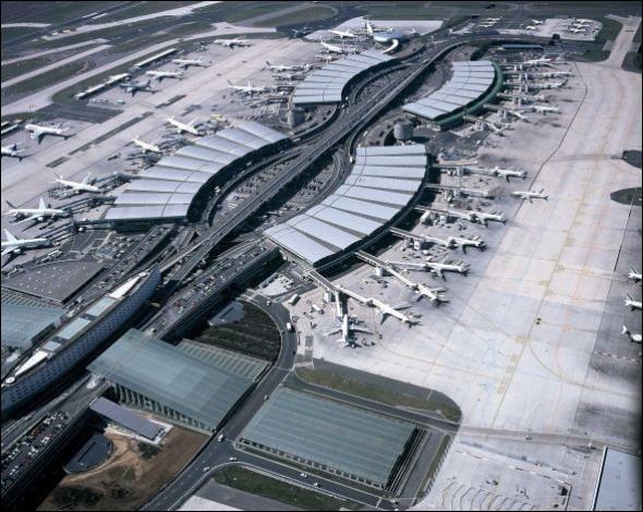 À New York, un des aéroports porte le nom d'un personnage important du pays appelé John Fitzgerald Kennedy; à Paris quel est le nom du nôtre ?