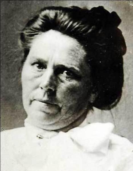 Elle aurait tué 300 personnes (poison, arme à feu, tueur à gages). Elle voulait libérer les femmes battues; elle a été condamnée à mort et fusillée. Qui est cette charmante personne ?