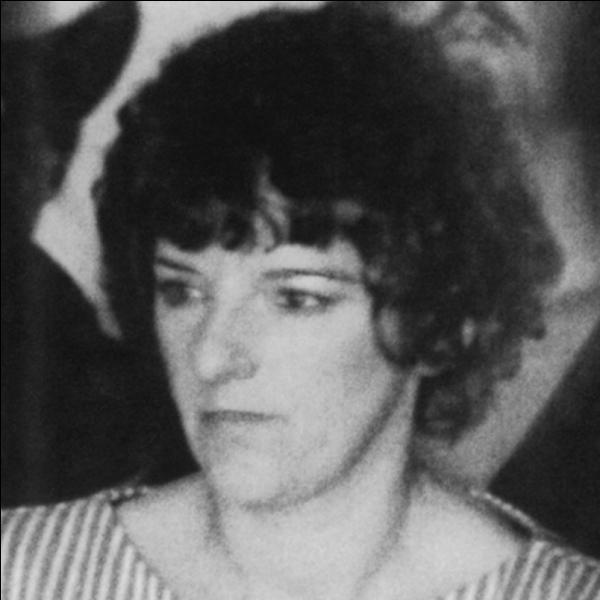 Cette infirmière a tué entre 11 et 46 enfants. Elle espérait être traitée en héroïne si elle parvenait à les réanimer. Elle a été condamnée à la perpétuit&e