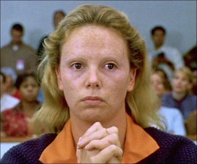 Elle a tué 7 personnes dont 2 policiers et un missionnaire, elle aurait été violée ! Elle les dévalisa après les meurtres. Elle a été condamnée à mort et exécutée !