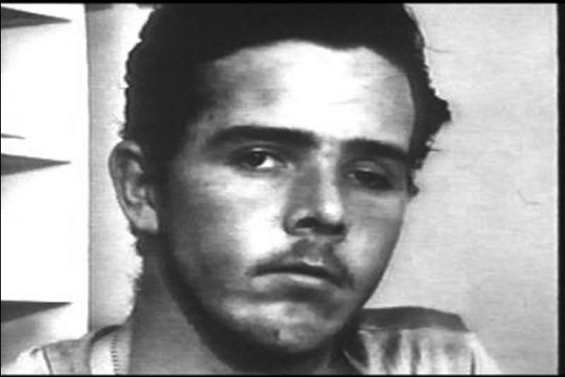 C'est un tueur de masse. Il a été soupçonné de 900 meurtres, mais n'a été condamné à mort que pour 9 d'entre eux, faute de preuves ! Il aurait commis son 1e meurtre à l'âge de 14 ans !