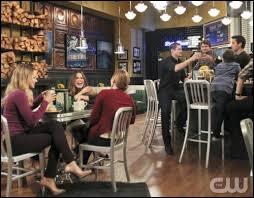 Haley a ouvert un café. Lequel et avec qui ?