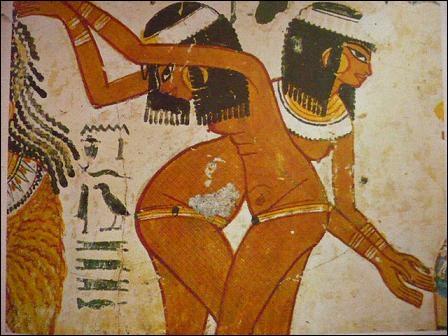 XVe avant J. -C. Cette reproduction de danseuses égyptiennes nous permet de connaître la technique de l'artiste. Les contours sont travaillés au pinceau. Quelle est la particularité de cette peinture ?