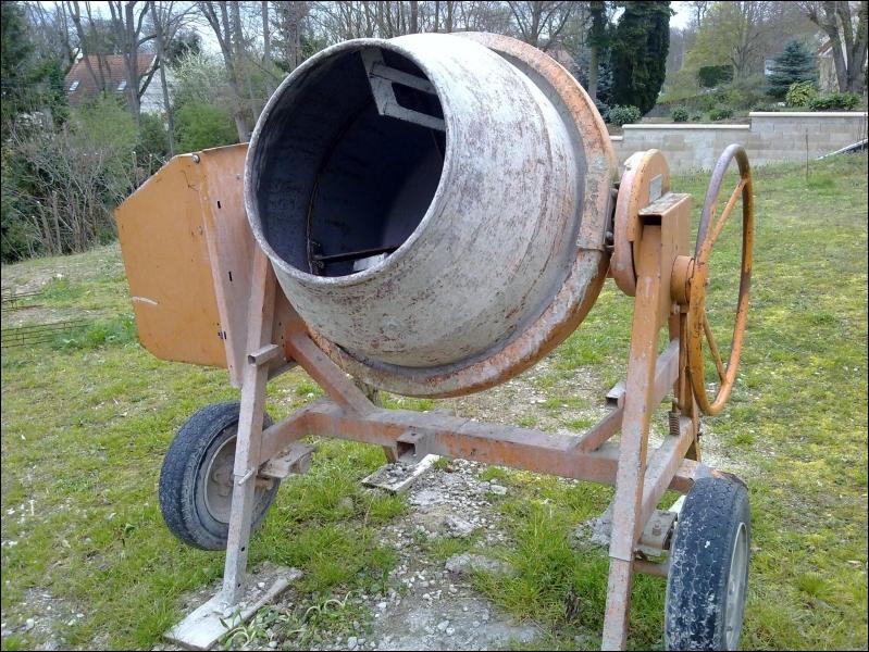 Pour faire le mortier, maintenant, on utilise cette machine. Comment s'appelle-t-elle ?