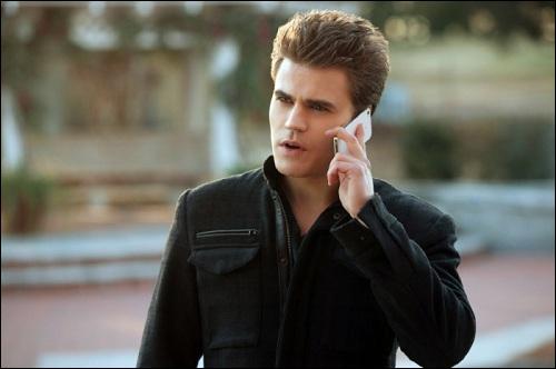 À qui téléphone Stefan ? ( 4X18 )