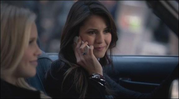 À qui téléphone Elena ?